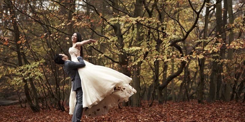 autumn wedding couple