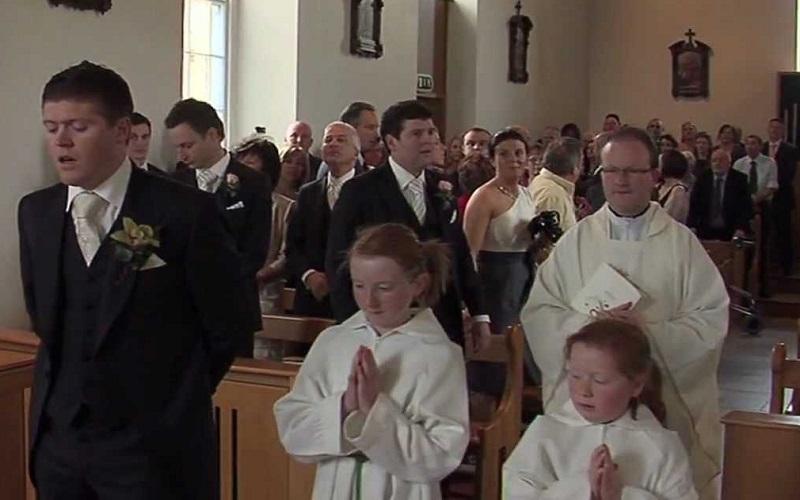 groom serenades bride downt he aisle