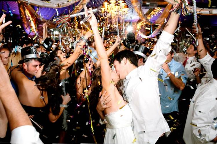 New Years Eve Wedding.Why You Should Have A New Year S Eve Wedding Wedding Journal