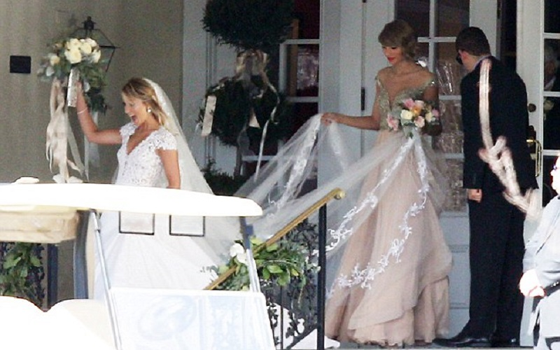 Taylor Swift Is Maid Of Honour At Best Friend S Wedding Wedding Journal