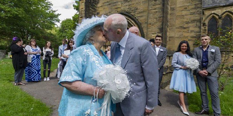 elderly couple marry 4
