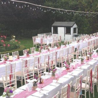 A beautiful outdoor wedding reception at Beaufield Mews, image via Beaufieldmews