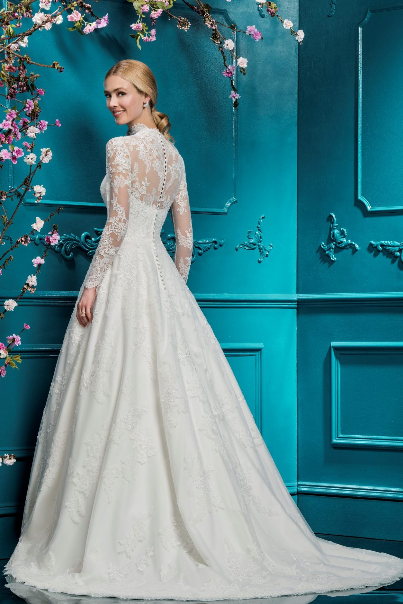 10 Stunning Long-Sleeved Wedding Dresses | Wedding Journal
