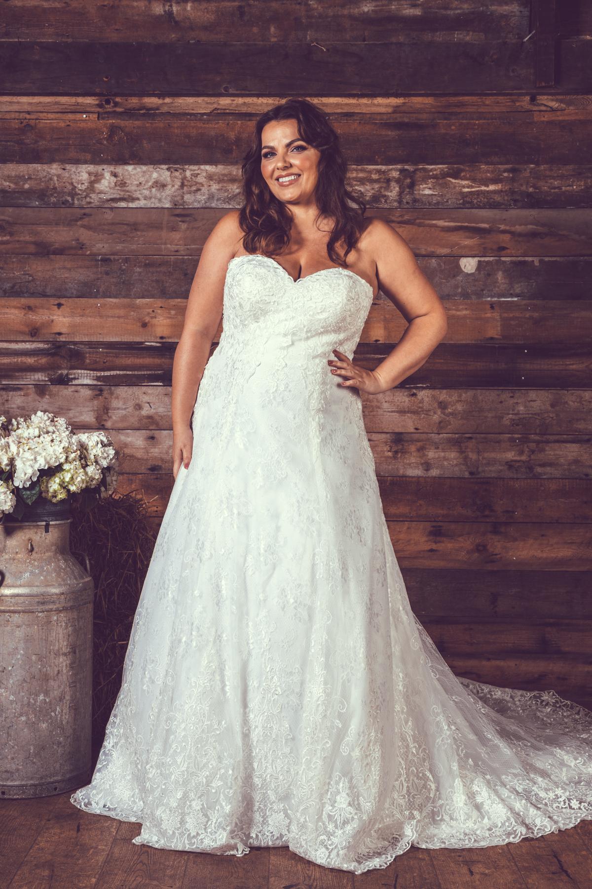 BE73-Victoria-Kay-Designer-WJ-Dress-Finder