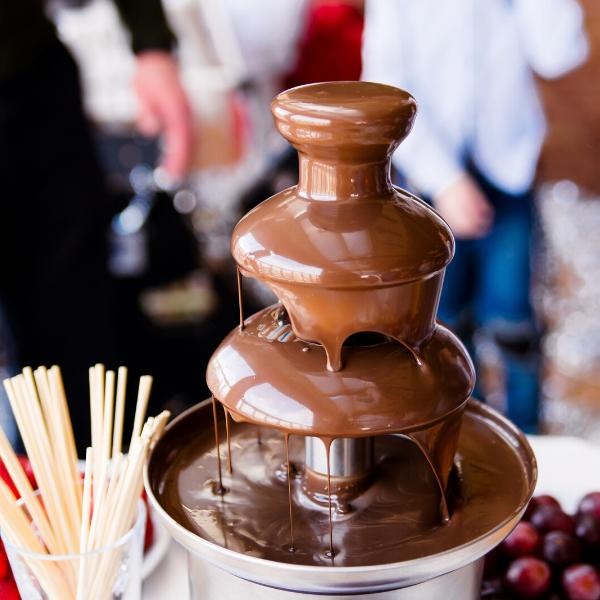 Nutella-Fountain-At-Wedding-Reception
