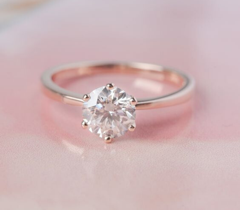 Single-Solitraire-Diamond-Engagement-Ring