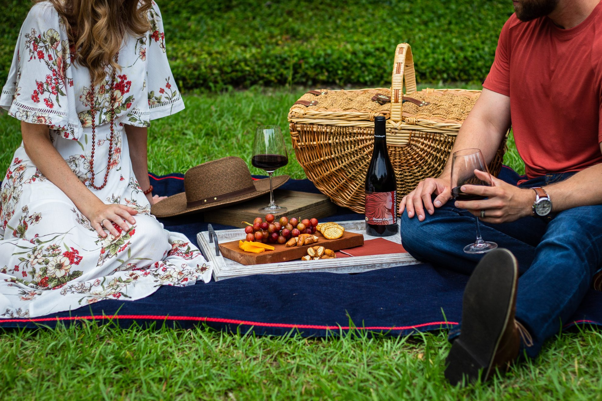 couple picnic