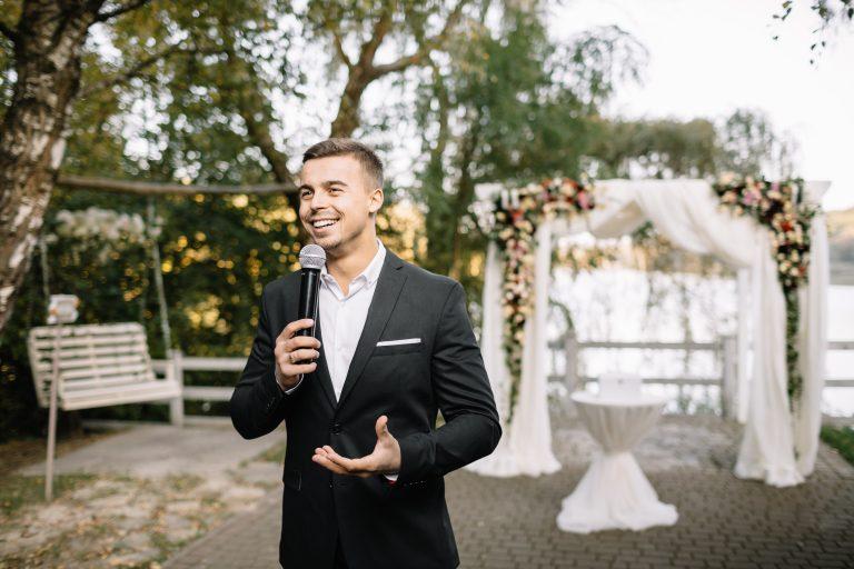 best man making a speech