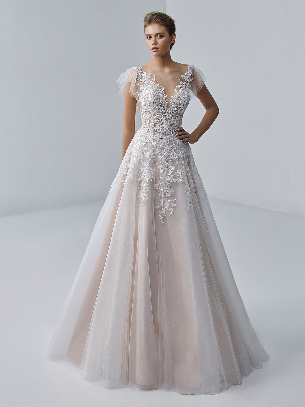 étoile-by-enzoani-2021-Dress-Finderétoile-by-enzoani-2021-Dress-Finder-Aimee