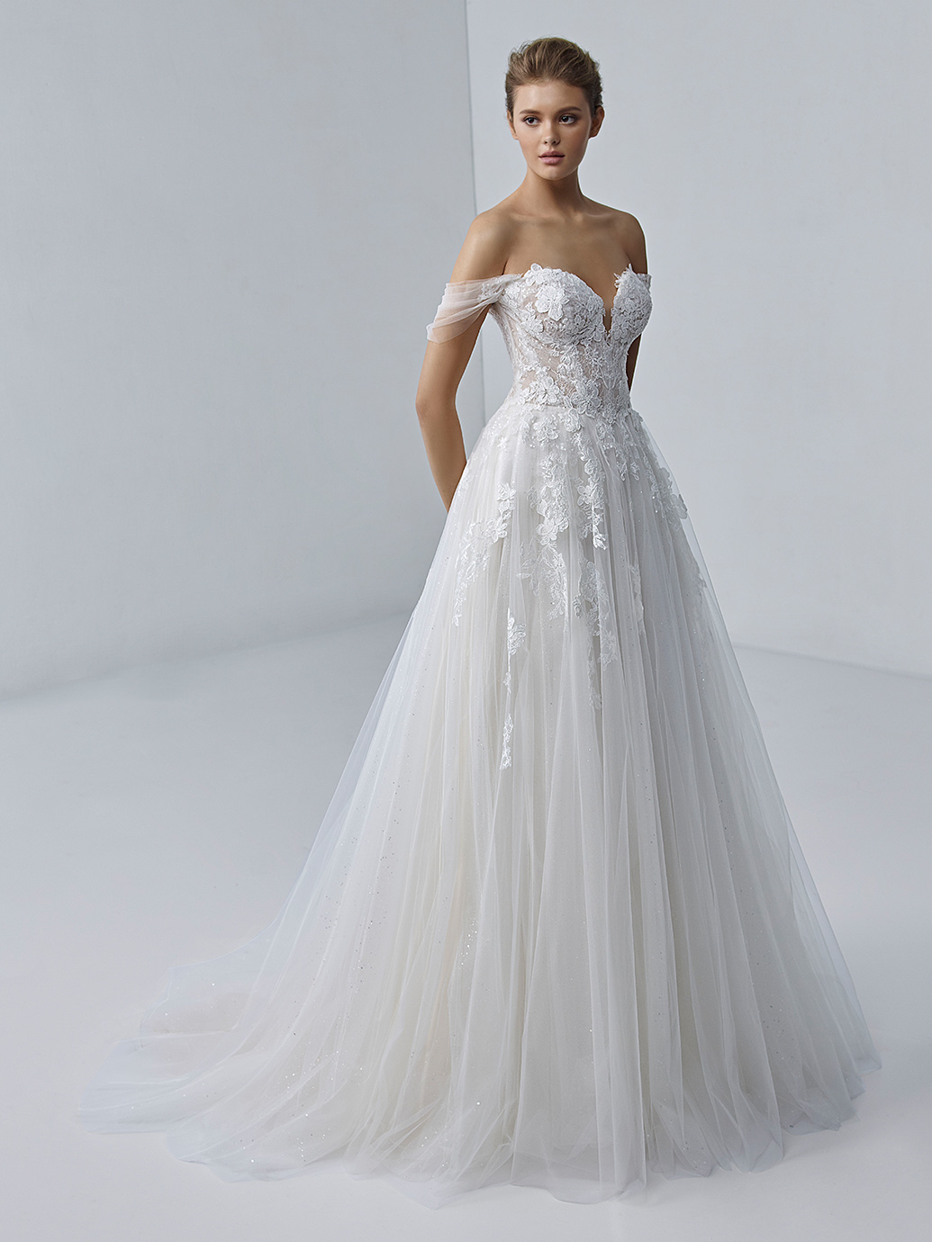 étoile-by-enzoani-2021-Dress-Finder-Aurora