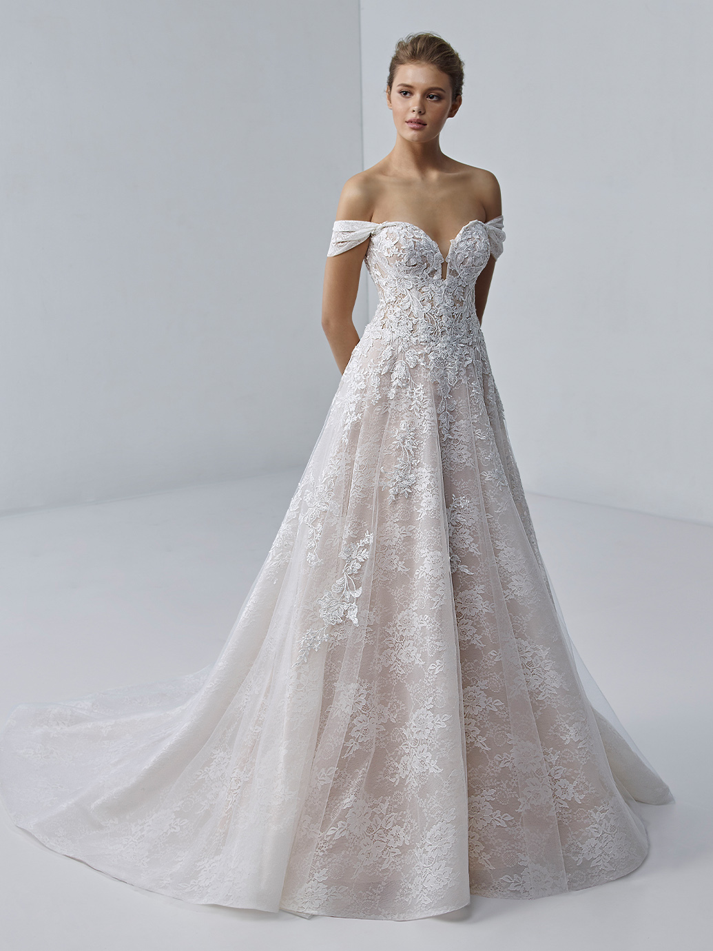 étoile-by-enzoani-2021-Dress-Finder-Esmee